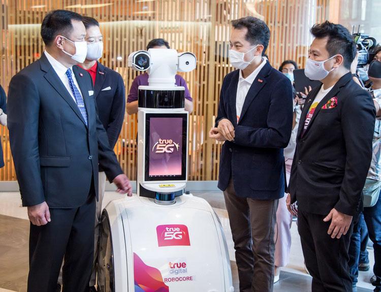 ทรู ดึง 5G ร่วมรีเซ็ตธุรกิจค้าปลีก โชว์หุ่นยนต์ Temi Thermal ScanBot - PatrolBot ร่วมดูแลความปลอดภัย