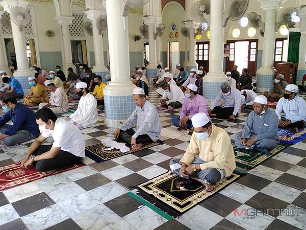 ชาวมุสลิมปัตตานีดีใจได้ละหมาดวันศุกร์อีกครั้ง หลังจากต้องงดละหมาดมาร่วม 2 เดือน