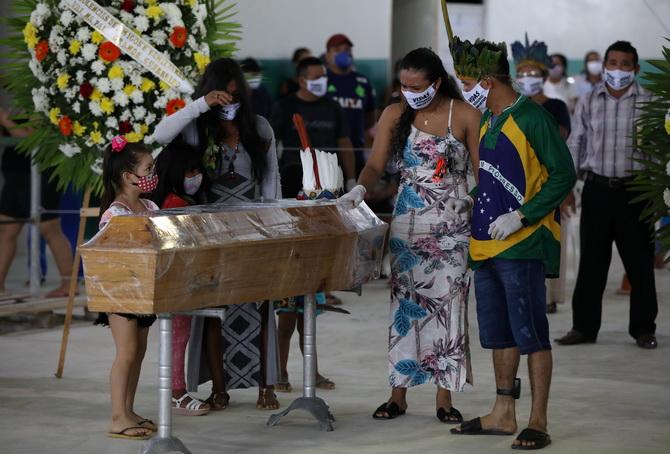 เพิ่งรับงานไม่ถึงเดือน!รมว.สาธารณสุขบราซิลลาออก หลังโควิด-19ระบาดหนัก,ยอดติดเชื้อพุ่งที่6โลก