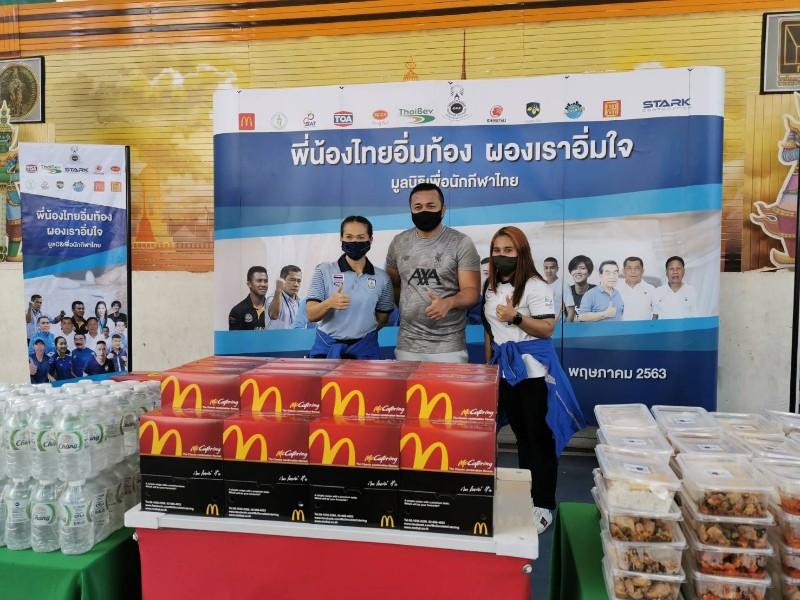 3 ฮีโร่โอลิมปิกเกมส์ นำทีมมอบอาหาร 300 ชุด ช่วยผู้ได้รับผลกระทบโควิด