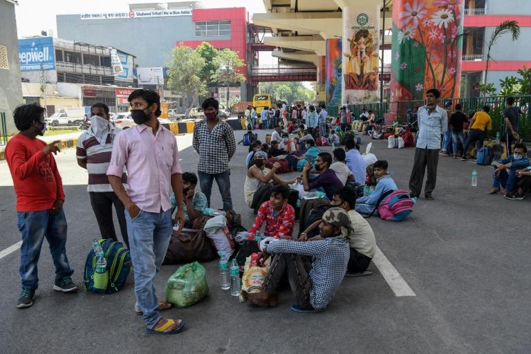 """แรงงานอพยพอินเดียเสียชีวิต 30 คน ขณะกลับบ้านหนี """"ล็อกดาวน์"""""""