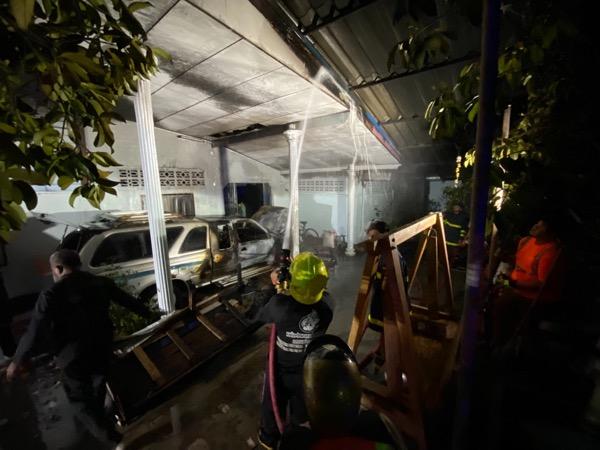ไฟไหม้รถยนต์วอดทั้งคัน หวิดลามเผาบ้านน้องชายอดีตผู้ว่าฯพัทลุง