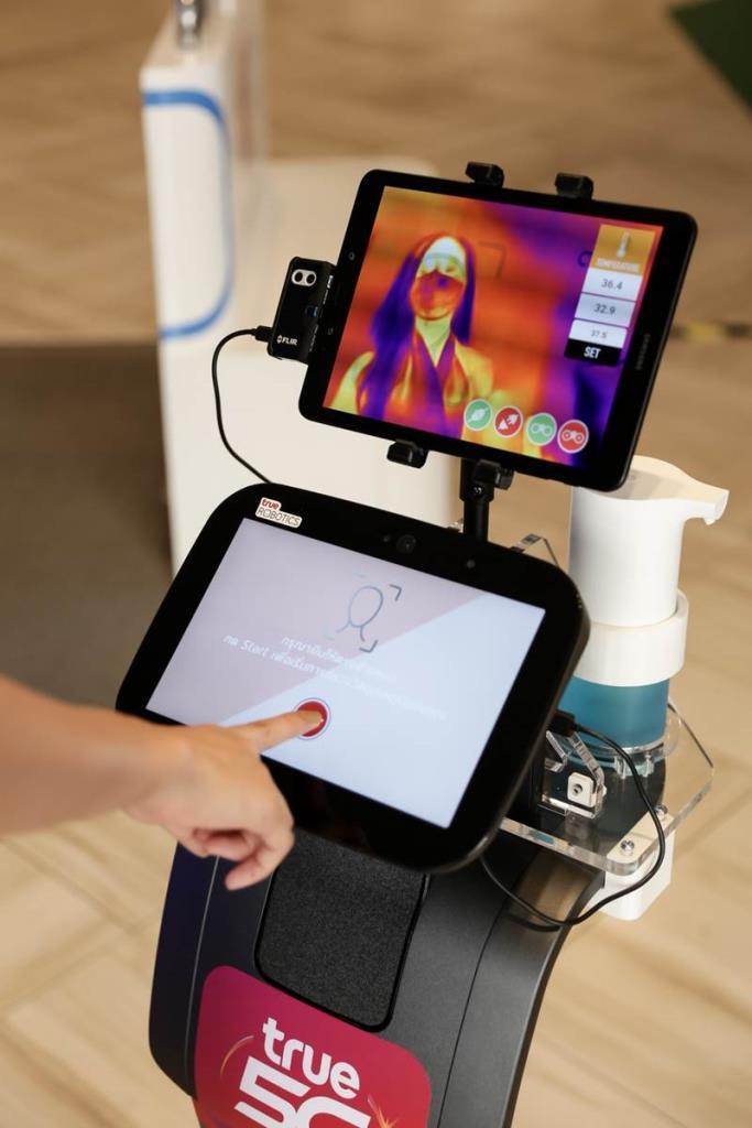 หุ่นยนต์อัจฉริยะ ช่วยวัดอุณหภูมิผู้ใช้บริการและแจ้งเตือนได้ทันทีผ่าน Line Application