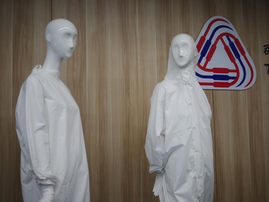 """อุตสาหกรรมไทยนำร่อง ผลิตชุด PPE ใช้ซ้ำรุ่น """"เราสู้"""""""