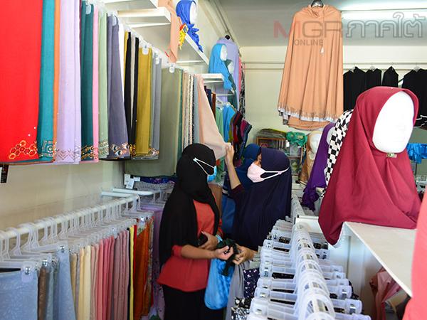 บรรยากาศจับจ่ายเสื้อผ้าเมืองเบตงคึกคัก ต้อนรับเทศกาลฮารีรายออีฎิ้ลฟิตริของพี่น้องมุสลิม