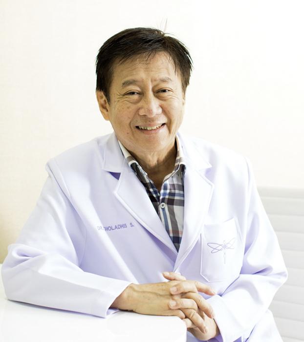 [นพ.ชลธิศ สินรัชตานันท์  อดีตนายกสมาคมศัลยกรรมตกแต่งใบหน้าแห่งประเทศไทย]