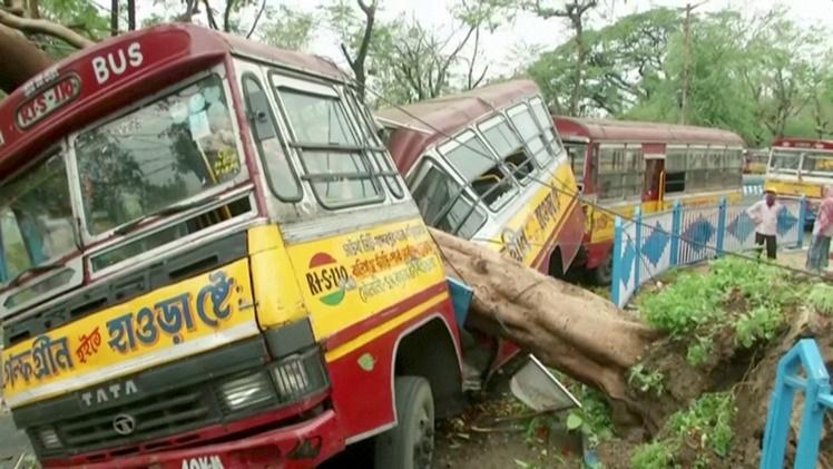 "In Clip: ยอดดับไซโคลน ""อัมพัน"" พุ่ง 95 ในอินเดีย-บังกลาเทศ ""โรฮิงญาโวย"" ฮิวแมนไรท์วอช ""ถูกทหารธากาทำร้าย"" ""โมดี"" เตรียมลงพื้นที่"