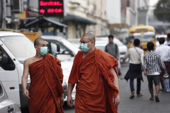 เรื่องเพศประเด็นต้องห้าม หมอพม่าโดนข้อหาหมิ่นหลังวิจารณ์พระค้านสอนเพศศึกษา