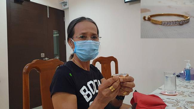 """สุดโชคดีครูปทุมฯกำไรฝังเพชรมูลค่าสองแสนกว่าบาทหล่นหาย สุดท้ายได้คืนพลเมืองดีนำส่งตร.""""เชื่อสังคมไทยยังมีคนดี"""""""