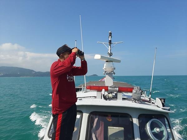 ตำรวจน้ำสมุย เร่งค้นหาหนุ่มลูกเรือขนส่งน้ำมันตกลางทะเล แต่ยังไร้วี่แวว