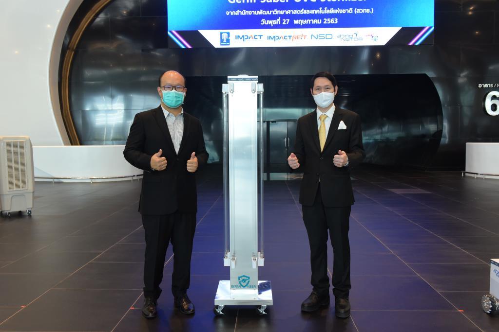 (ขวา) ดร.ศิวรักษ์ ศิวโมกษธรรม (ซ้าย) นายพอลล์ กาญจนพาสน์