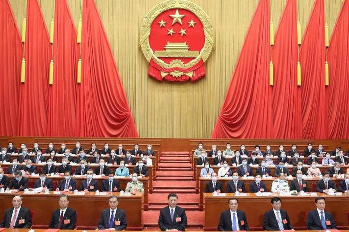 ในการประชุมสภาผู้แทนประชาชนแห่งชาติของจีน เมื่อวันที่ 28 พฤษภาคม สมาชิกสภาได้ออกเสียงรับรองญัตติร่างกฎหมายความมั่นคงสำหรับฮ่องกง สภาฯ มีมติ 2878 เสียง คัดค้าน 1 เสียง งดออกเสียง 6 เสียง ไม่ลงคะแนน1 เสียง (ภาพไชน่าเดลี)