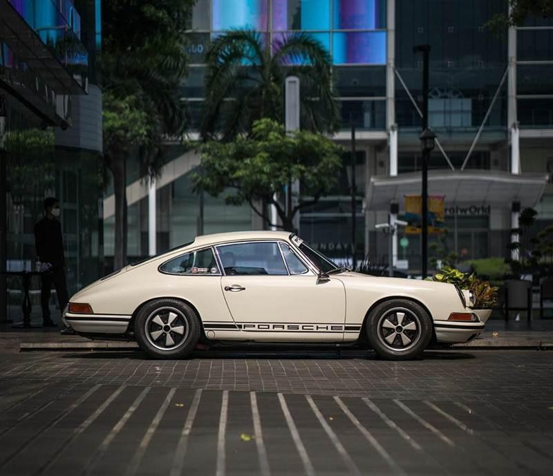 Porsche 911 สีขาว รุ่นแรก