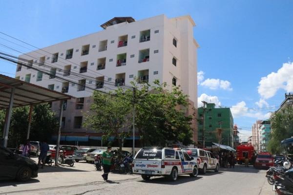 ระทึก ! เพลิงไหม้ลานจอดรถจักรยานยนต์ภายในหอพักกลางชุมชนเสียหายเสียหาย 15 คัน
