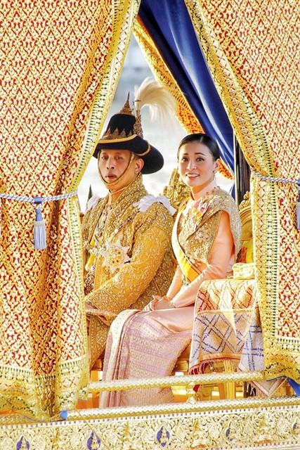 สดุดีพระราชินี คู่พระบารมีองค์ราชัน มิ่งขวัญปวงประชา