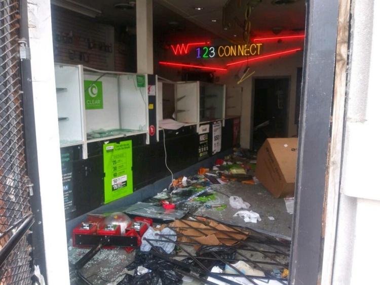 ร้านของคุณพ่อที่โดนทำลาย
