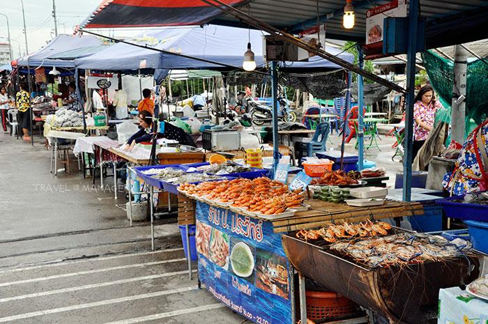 มีอาหารทะเลให้เลือกซื้อมากมาย