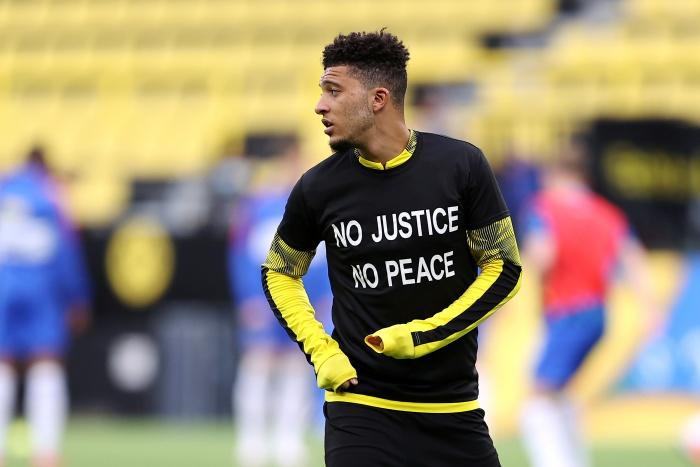 """(คลิป) """"เสือเหลือง"""" สวมเสื้อทวงยุติธรรม-คุกเข่าให้คนผิวดำก่อนกำชัย"""