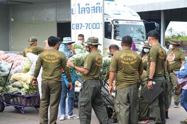 เอกพันธ์ - บิณฑ์ บรรลือฤทธิ์ นำทีม รับผักผลไม้กว่า 7 ตัน นำไปช่วยเหลือปางช้างที่กาญจนบุรี