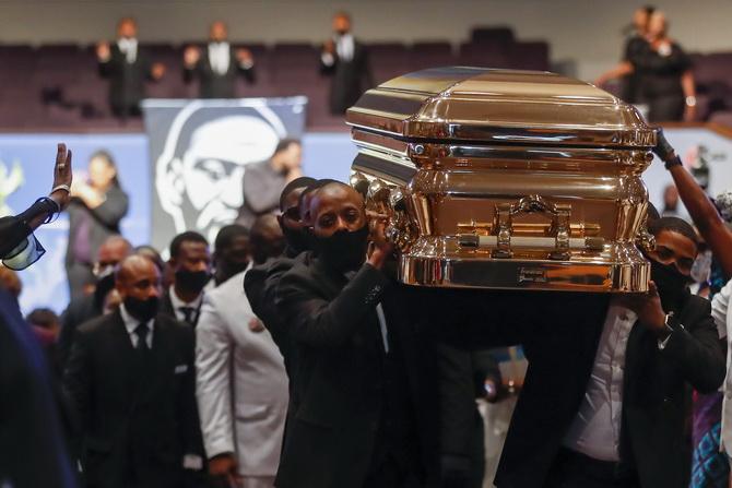 ประชาชน-คนดังร่วมพิธีศพ'ฟลอยด์' ทรัมป์กล่าวหาคนแก่ถูกตร.ผลักล้ม'จัดฉาก'