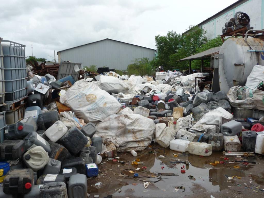 """เปิดภาพ """"โรงงานรีไซเคิล"""" ที่บ้านค่าย จ.ระยอง เก็บวัตถุอันตรายเพียบ แต่ไม่แสดงใบอนุญาต"""