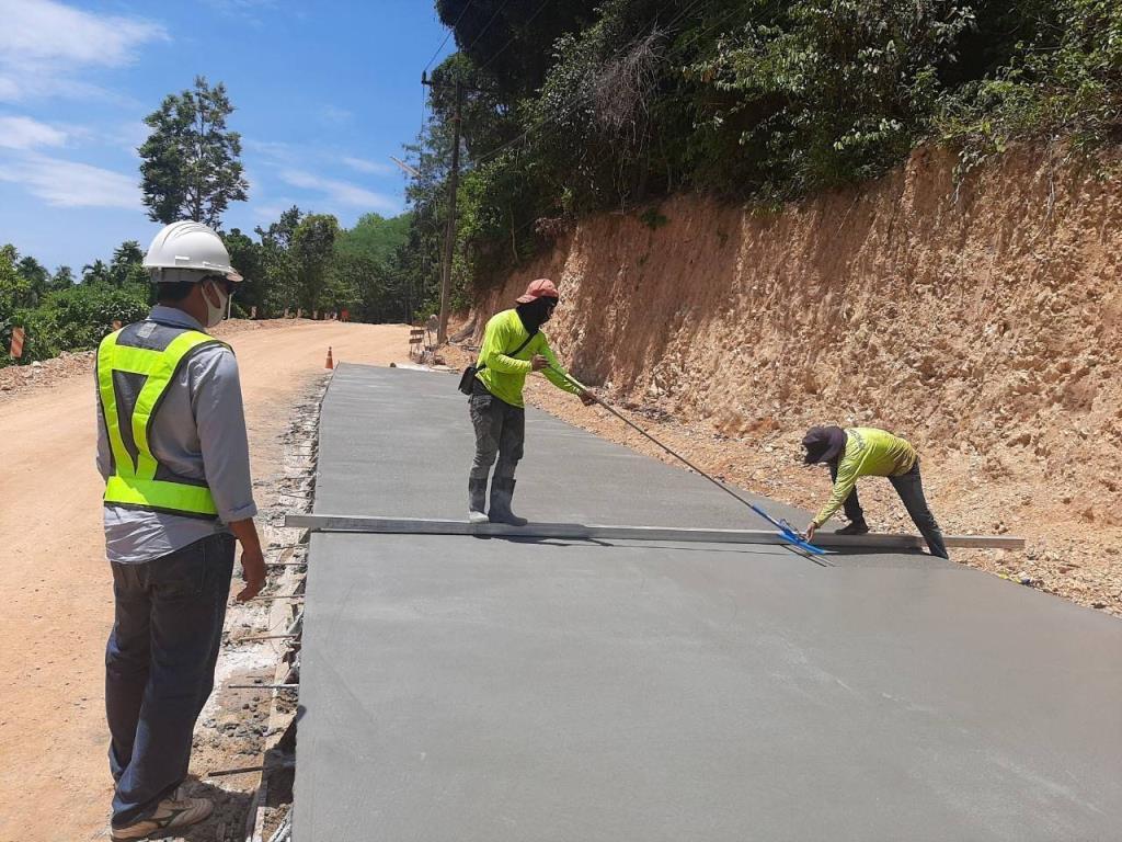 ทช. ส่งเสริมเศรษฐกิจการท่องเที่ยวบนเกาะลันตา จ.กระบี่ สร้างถนนคอนกรีตเสริมเหล็กกว่า 21 กิโลเมตร คาดแล้วเสร็จปี 2564