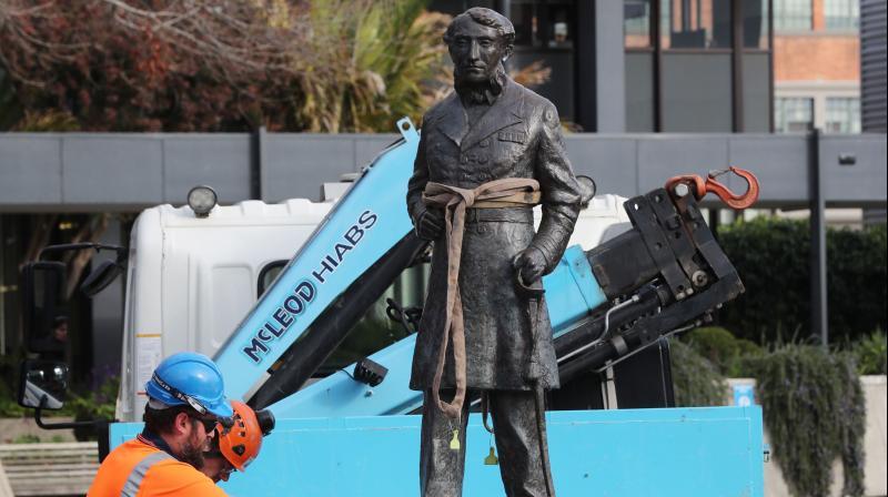 """นิวซีแลนด์ถอนรูปปั้น """"ผู้บัญชาการทหาร"""" สมัยล่าอาณานิคม"""