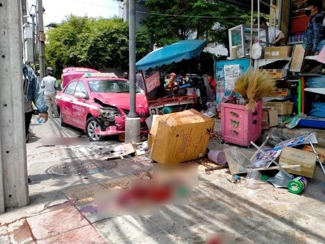 แท็กซี่เมาพุ่งชนวิน จยย.บาดเจ็บเพียบ คนขับบอกดื่มแก้เมื่อย