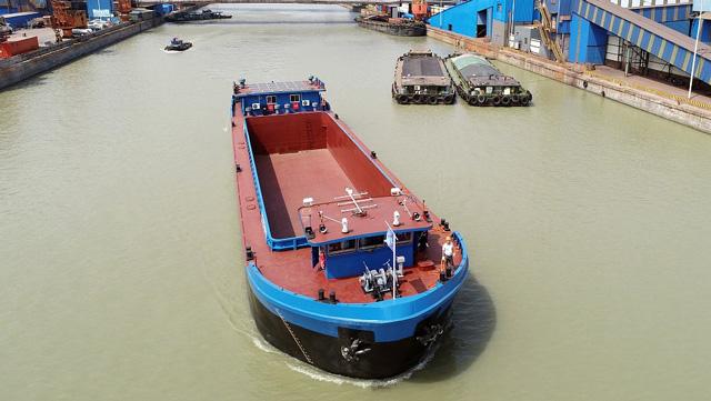 ก้าวหน้าไปอีกขั้น! เรือไฮบริดลำแรกของจีนออกแล่นในแม่น้ำแยงซี