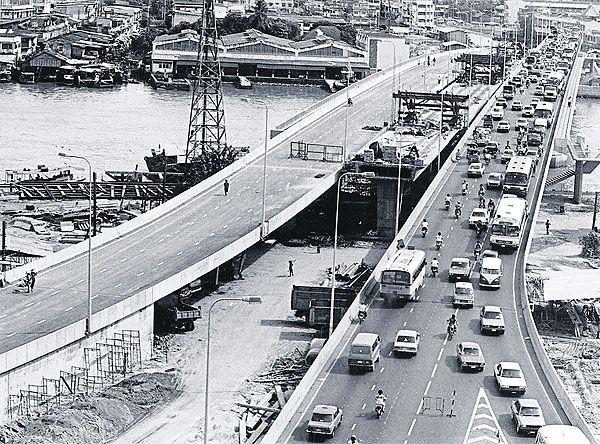 ภาพเก่าของโครงสร้างรถไฟฟ้าลาวาลิน (ภาพ : www.renderthailand.com)