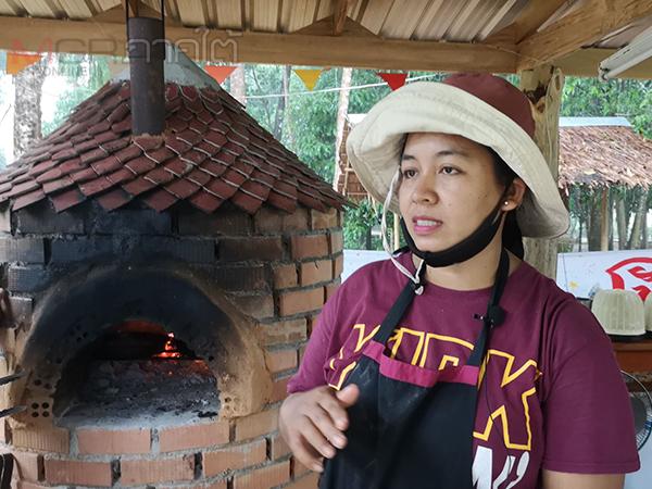สาวห้วยยอดไอเดียบรรเจิดนำผักพื้นบ้านทำหน้าพิซซ่าสุดอร่อยมาพร้อมซอสสูตรเฉพาะ