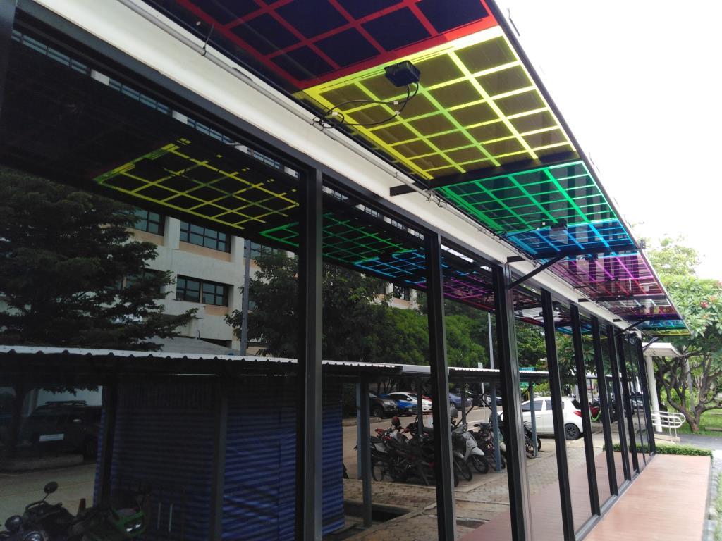 ภาพแผงเซลล์แสงอาทิตย์จากงานวิจัยที่ติดตั้งตรงชายคาอาคาร