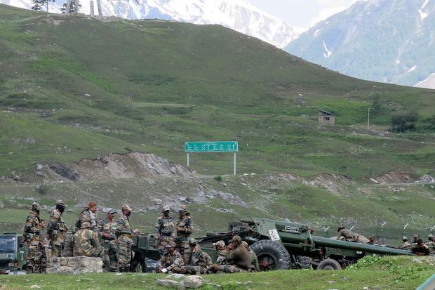 สยอง! ทหารอินเดีย-จีนใช้ท่อนเหล็ก-หินเข้าปะทะแนวชายแดน นิวเดลีสูญเสียหนักตาย 20 ศพ