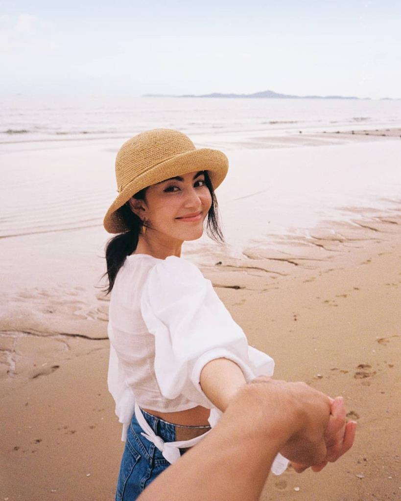 ใหม่-ดาวิกา จูงมือ เต๋อ-ฉันทวิชช์ เที่ยวทะเล (IG : davikah)