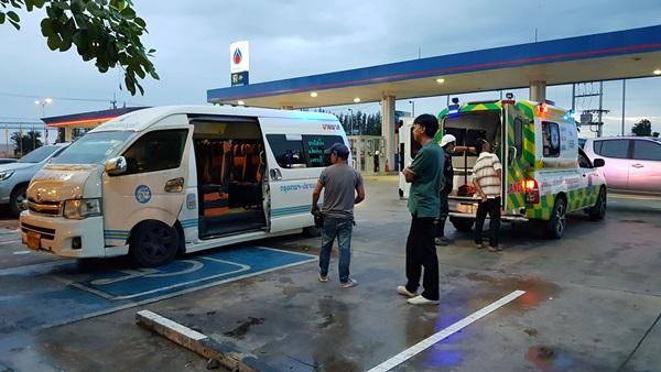 โชเฟอร์รถตู้โดยสารแทบช็อก...พบผู้โดยสารชายสูงอายุ ดับคาเบาะบนรถ