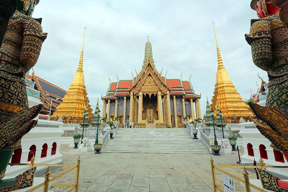 ปราสาทพระเทพบิดร เป็นสถาปัตยกรรมจัตุรมุขทรงไทย