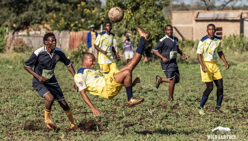 โมซัมบิก เตะฟุตบอลช่วยแรด