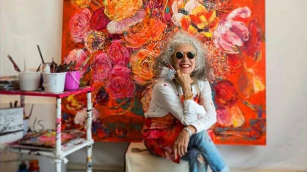 """""""อาเรียนน่า คาโรลี"""" จิตรกรอิตาเลียน นำผลงานดอกไม้ใส่ลงบนแมสก์"""