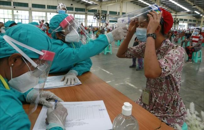 พม่าพบผู้ติดเชื้อโควิดเพิ่ม 23 รายในกลุ่มคนที่ถูกเนรเทศจากไทย