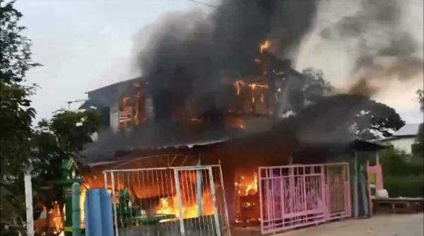 หนุ่มหลอนยา  จุดไฟเผารถ รามบ้าน วอดเสียหายทั้งหมด