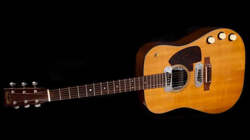 Martin D-18E ปี 1959  ตัวที่เคิร์ท โคเบน เล่นใน MTV Unplugged 1993 ถูกประมูลไปด้วยราคาเกือบ 200 ล้านบาท