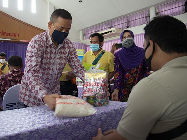 สมาคมประชาคมคนตาบอดไทยลงพื้นที่ยะลามอบถุงยังชีพให้คนตาบอดที่รับผลกระทบโควิด