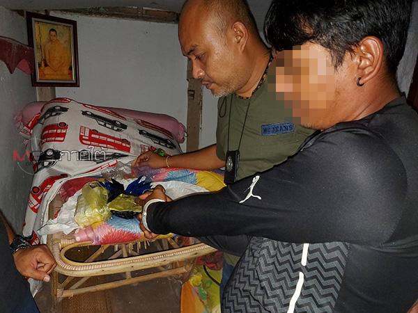 กวาดล้างจับ 2 นักค้ายาเสพติดใน ต.บ้านพรุ ยึดยาบ้าเกือบ 9 พันเม็ด ไอซ์จำนวนหนึ่ง