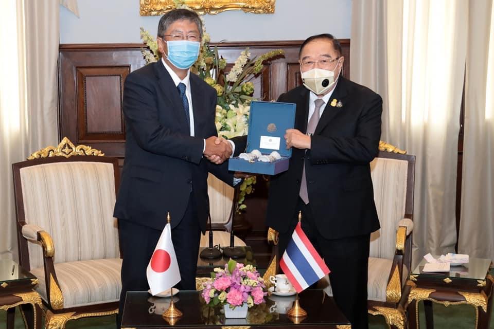 """ทูตญี่ปุ่น พบ """"ประวิตร"""" ชมรับมือโควิด-19 ถกผ่อนคลายเดินทางเริ่มที่นักธุรกิจ"""