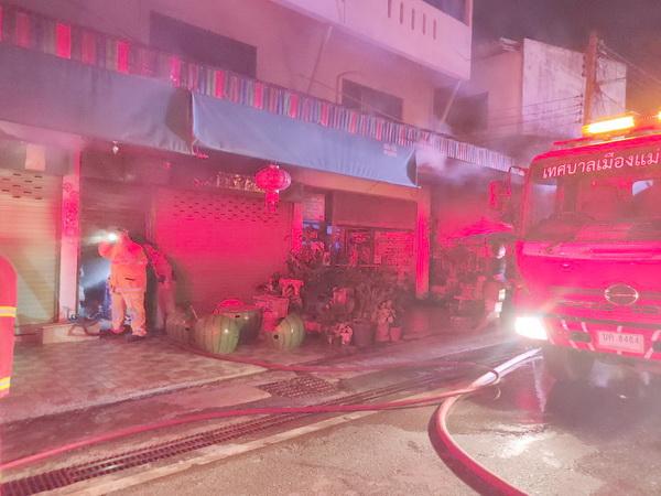 หวิดวอดทั้งเมือง!ไฟไหม้ร้านกลางเมืองแม่ฮ่องสอน โชคดีไม่ลามเข้าตลาด