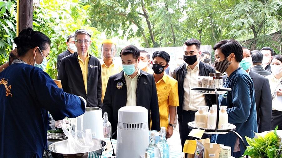 """ก.อุตฯ สั่ง กสอ. เร่งเครื่องภาคการเกษตรไทย สู่ """"เกษตรอุตสาหกรรม"""" สู้โควิด - 19"""