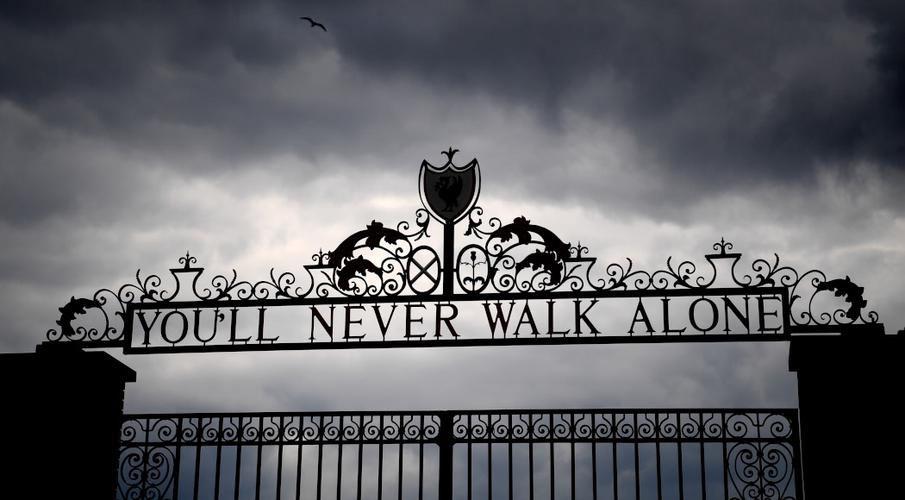 ถ้อยคำอมตะ Youll Never Walk Alone ที่สนามแห่งแอนฟีลด์  (ภาพ : supersport.com/)