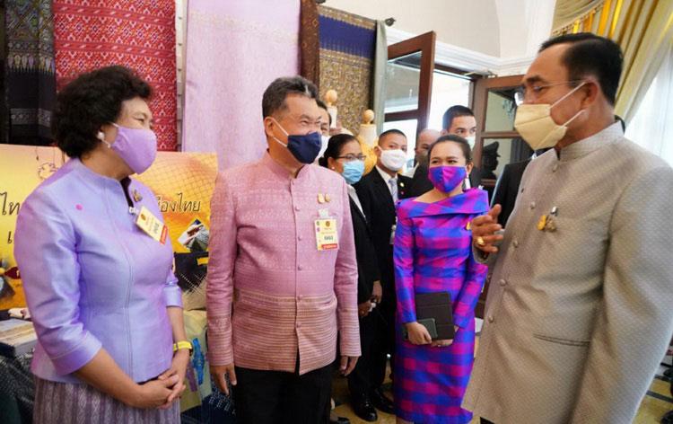 ชวนใช้-ใส่ผ้าไทย สร้างงานสร้างรายได้ให้ท้องถิ่น ขับเคลื่อนเศรษฐกิจฐานเข้มแข็ง