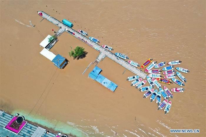 โควิด-19 น้ำท่วมใหญ่ ทำเทศกาลแข่งเรือมังกรซบเซา รายได้ท่องเที่ยวจีนลดเกือบ 70 เปอร์เซ็นต์
