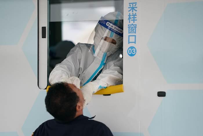 """จีนพบผู้ติดเชื้อโควิด-19 รายใหม่ 12 ราย เพื่อนบ้านปักกิ่ง""""เขตศก.สยงอัน"""" ปิดหมู่บ้านสกัดโรคระบาด"""